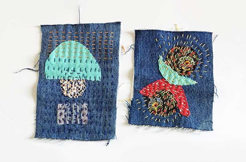 Två lappar av jeanstyg som dekorerats med lappar i bomullstyg i turkost och rött. Lapparna sammanfogas med sashikostygn.